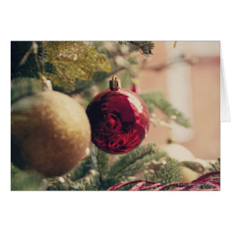 Árbol de navidad y decoración tarjeta de felicitación