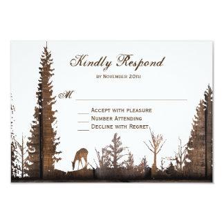 Árbol de pino de madera rústico de los ciervos que invitación 8,9 x 12,7 cm