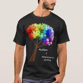Árbol del rompecabezas del arco iris de la camiseta