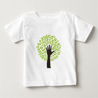 Árbol el alfabeto camiseta de bebé