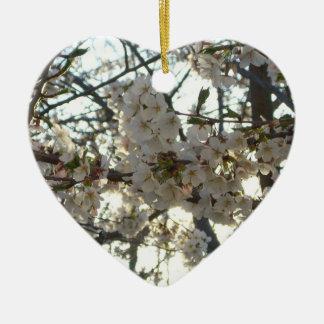 Árbol floreciente de la primavera de las flores de adorno de cerámica en forma de corazón