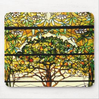 Árbol frutal colorido de Louis Tiffany Alfombrilla De Ratón