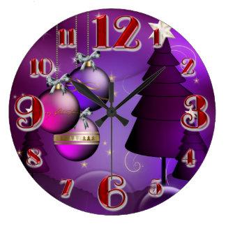 Árbol púrpura grande de la chuchería del navidad reloj redondo grande