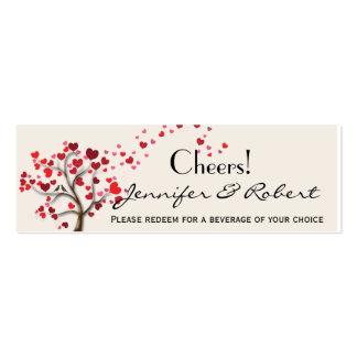 Árbol rojo del corazón en el boleto de marfil de plantillas de tarjetas de visita