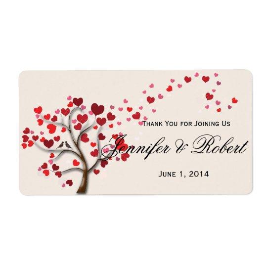 Árbol rojo del corazón en la etiqueta de marfil de