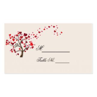 Árbol rojo del corazón en la tarjeta de marfil del tarjeta de negocio