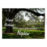 Árbol Sobrino-Viejo del feliz cumpleaños en jardín Tarjeton