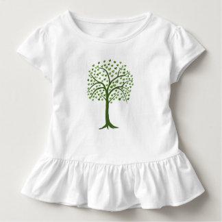 árbol verde con las hojas en camiseta de la forma