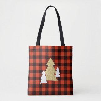 Árboles de navidad en la bolsa de asas roja de la