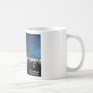 Árboles del noroeste del horizonte taza de café