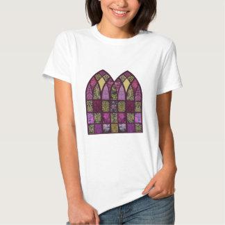 Arco del remiendo en frambuesa camisetas