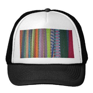 Arco iris colorido de los hilos gorro de camionero
