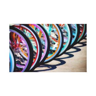 Arco iris de bicicletas lienzo envuelto para galerías