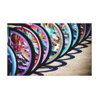 Arco iris de bicicletas lona estirada galerias