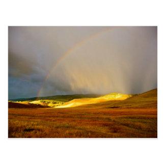 Arco iris de la montaña de la tempestad de truenos postal