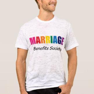 Arco iris de la sociedad de ventajas de la boda en camiseta