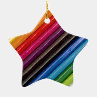 Arco iris de lápices coloreados adorno de cerámica en forma de estrella