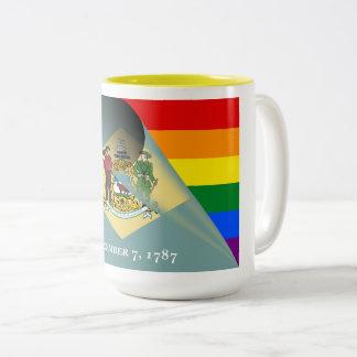 Arco iris del orgullo gay de la bandera de taza de café de dos colores