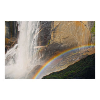 Arco iris delante de la cascada póster