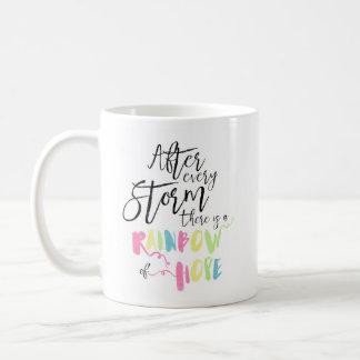 Arco iris en colores pastel de la acuarela del taza de café