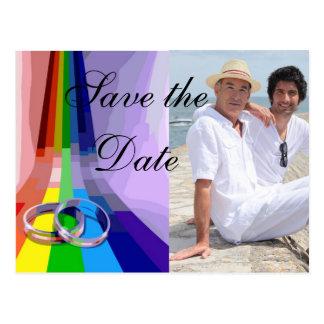 Arco iris gay y anillos que casan reserva la fecha postal
