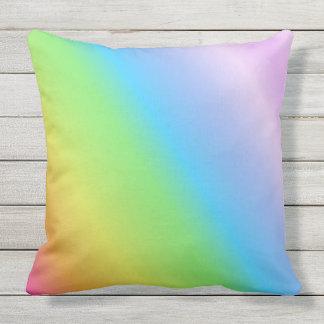 Arco iris linear en colores pastel cojín de exterior