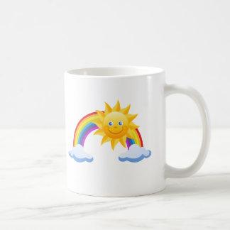 Arco iris sonriente de la sol taza de café