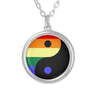Arco iris Yin y Yang - colores del arco iris del Collar Plateado