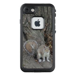 Ardilla en el árbol FRĒ® para el iPhone 7 de Apple