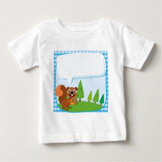 Ardilla y bellota del diseño de la frontera camiseta