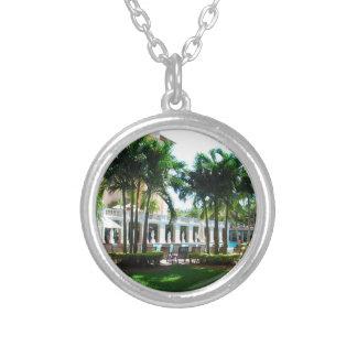 Área de piscina de Miami Biltmore Collar Plateado