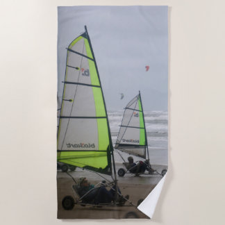 Arena que navega la toalla de playa de dos sailers