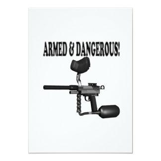 Armado y peligroso invitación 12,7 x 17,8 cm