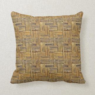 Armadura de cesta de bambú de los tonos naturales cojín decorativo