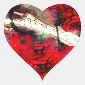 Armas y rosas pegatina en forma de corazón