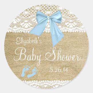 Arpillera y cordón con Ducha-Favor azul del bebé Pegatina Redonda
