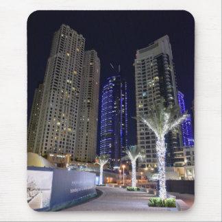 Arquitectura de Dubai en la noche Alfombrilla De Ratón