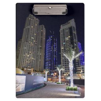Arquitectura de Dubai en la noche Carpeta De Pinza