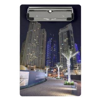 Arquitectura de Dubai en la noche Minicarpeta De Pinza