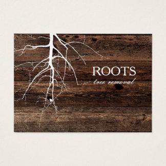 Arraiga la tarjeta de visita de madera del fondo