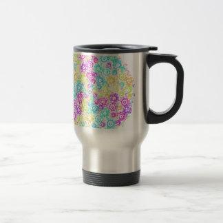 Arreglo colorido floral taza de viaje