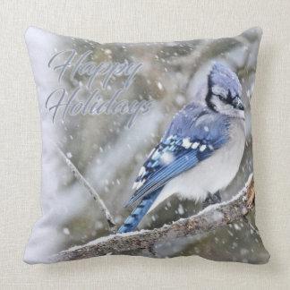 Arrendajo azul en nieve - buenas fiestas - navidad cojín decorativo
