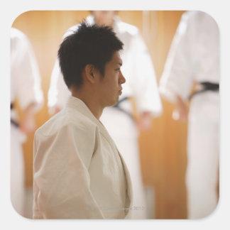 Arrodillamiento principal del judo en una estera pegatina cuadradas personalizadas