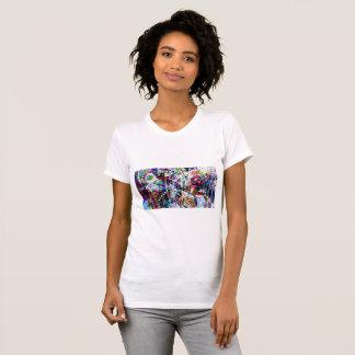 Arte colorido de la libélula camiseta