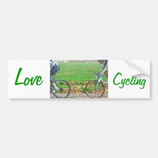 Arte de la bicicleta, 2 ciclistas y fondo verde etiqueta de parachoque