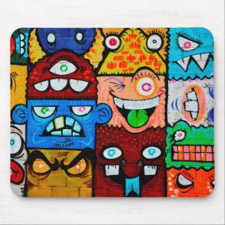 Arte de la calle de la pintada de NY - monstruos Alfombrilla De Ratón