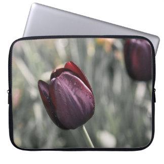 Arte de la puesta del sol del tulipán de Borgoña Funda Para Portátil