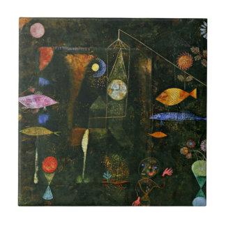 Arte de Paul Klee: Magia de los pescados, pintura Azulejo Cuadrado Pequeño