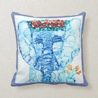 Arte del elefante en la almohada de tiro en azul y