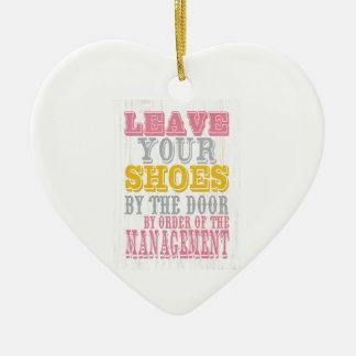 Arte inspirado - deje sus zapatos adorno de cerámica en forma de corazón